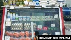 Продуктовый прилавок столичного рынка, Ашхабад.