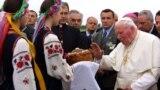 Папа Римський Іван Павло Другий під час візиту до України. Львів, 25 червня 2001 року