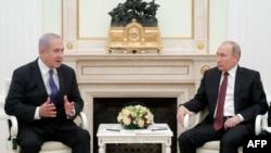 Russian President Vladimir Putin (right) meets with Israeli Prime Minister Benjamin Netanyahu at the Kremlin on February 27.