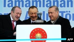 Ґіорґі Марґвелашвілі, Ільгам Алієв і Реджеп Тайїп Ердоган (л -> п) в Карсі, 17 березня 2015 року