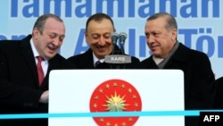 Turkish President Recep Tayyip Erdogan (right) hosted his Azerbaijani and Georgian counterparts, Ilham Aliyev (center) and Giorgi Margvelashvili in Kars on March 17.
