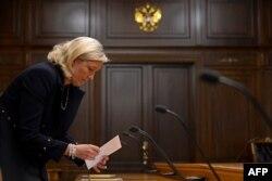 Марин Ле Пен во время визита в Москву, где она провела переговоры с рядом российских политиков