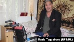 Ветеран советской войны в Афганистане инвалид Бауыржан Джасымбеков. Алматы, 18 февраля 2014 года.