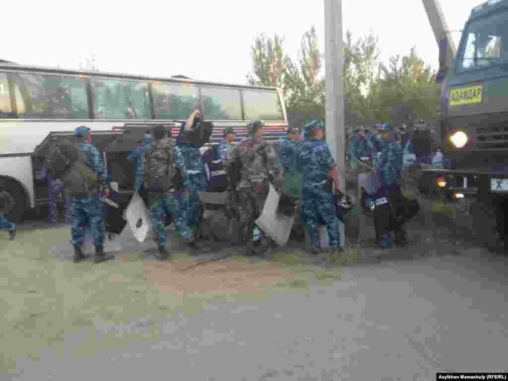Жолдасбай Ералиев ауылдық округі аумағында тәртіп сақтауға жұмылдырылған полиция жасақтары.