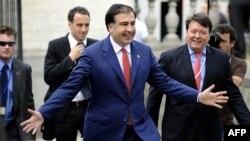 В отличие от Михаила Саакашвили, который объездил весь мир и всем жал руку, Бидзина Иванишвили политик нестандартного типа