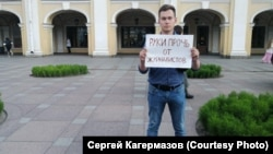 A protester demonstrates in support of journalists in St. Petersburg on July 7.