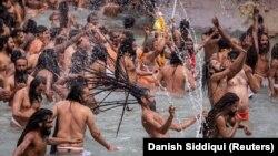 Milioane de hinduși s-au adunat luna trecută pentru a participa la festivalul Kumbl Mela.