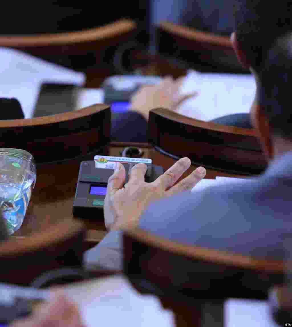 БУГАРИЈА - Комисијата за дигитализација и информациски технологии на бугарскиот парламент го покани претседателот на Националниот статистички институт на Бугарија, Сергеј Цветарски, поради проблемите со електронскиот систем за Попис 2021 во земјата.