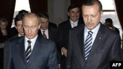 Премьер-министра Владимира Путина, в отличие от премьера Эрдогана, турки уже видели и верхом, и полуголым