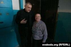 Мікалай Аўтуховіч з маці Лідзіяй Юльянаўнай