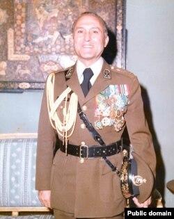 ارتشبد عباس قرهباغی که در روزهای حساس بهمن ۵۷، پست کلیدی ریاست ستاد ارتش را برعهده داشت.