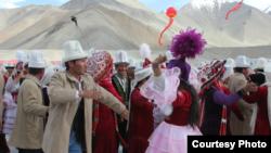 Кытайдагы кыргыздардын бийи.