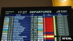 Табло в пражском аэропорту. Все рейсы отменены