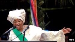 Эллен Джонсон-Серлиф - первая женщина во главе африканской страны