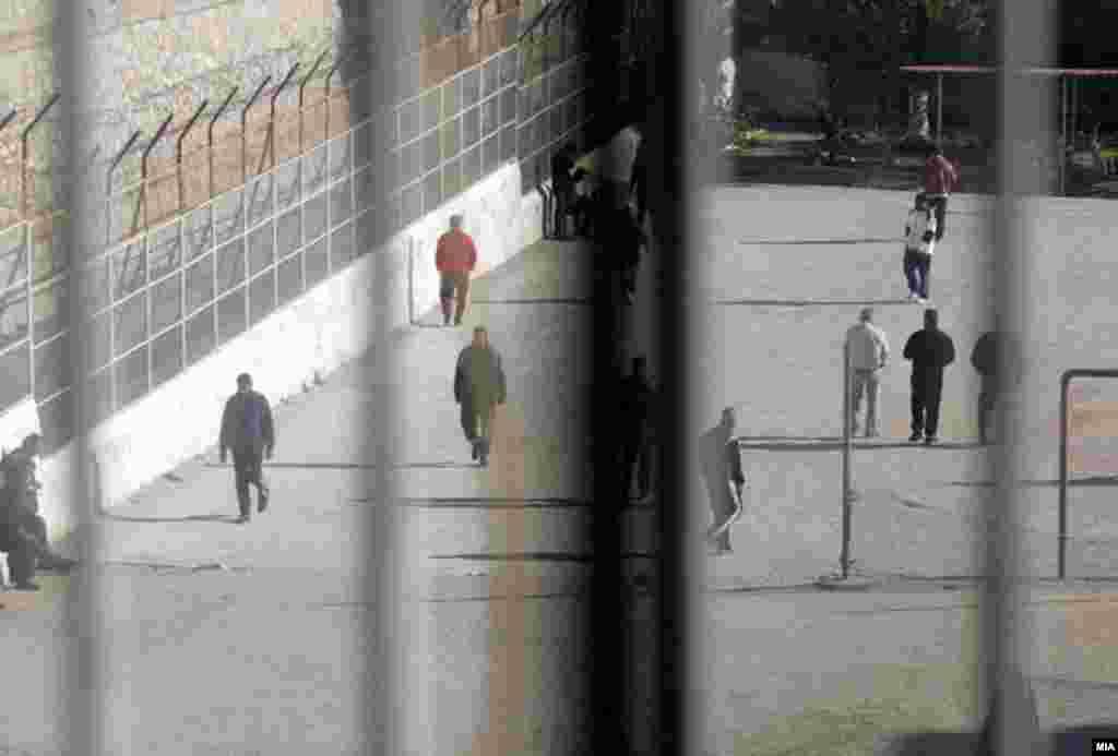 КОСОВО / МАКЕДОНИЈА - Косовскиот амбасадор во Скопје, Ѓерѓ Дедај, во КПУ Затвор-Скопје го посети поранешниот член на Ослободителната војска на Косово (ОВК), Томор Морина, по одобрението од Основниот кривичен суд.