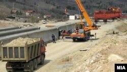 Архивска фотографија: Градежни активности на автопатот Миладиновци-Штип на 23 јули 2014
