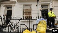 Полиция у дома, где жил Гарет Уильямс