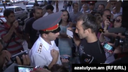 Armenia - A civic activist argues with Yerevan's Deputy Police Chief Valeri Osipian, Yerevan, 05Sep2013