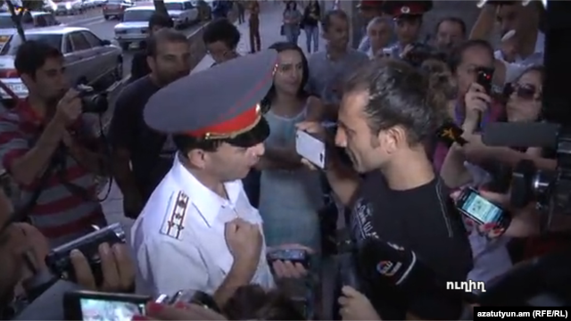 Armenia - Yerevan's Deputy Police Chief Valeri Osipian argues with a protester, Yerevan, 05Sep2013.