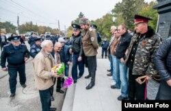 У Сімферополі козаче братсво «Єдінство» не пустило націоналістів до покладання квітів пам'ятнику Тарасу Шевченку