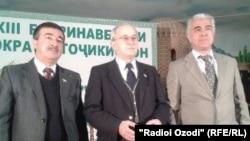 Саидджафар Усмонзода, председатель Демпартии Таджикистана (справа) на партийном съезде. Архивное фото