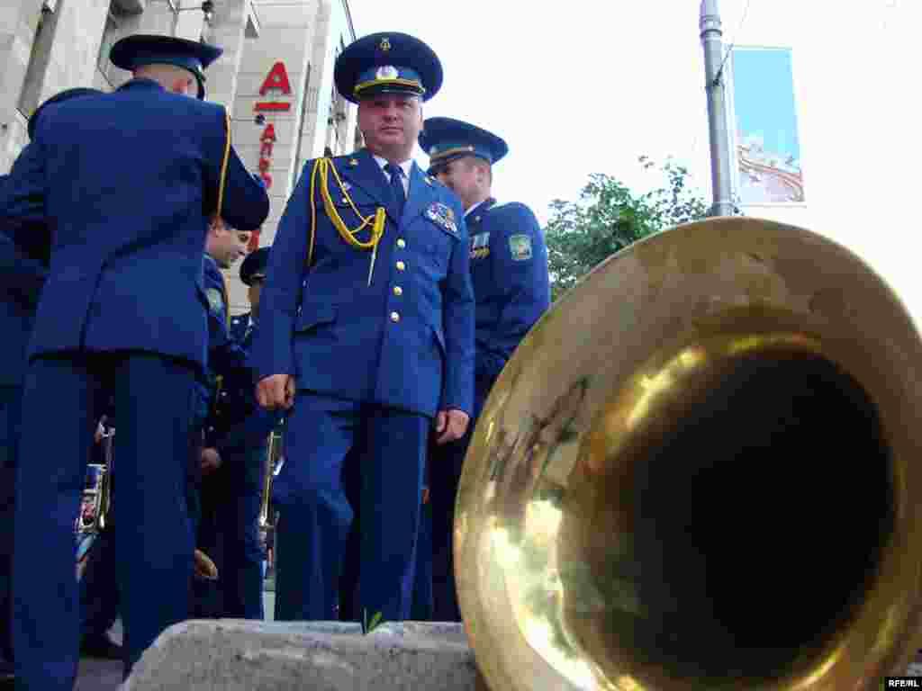 Музичний супровід параду забезпечуватимуть 17 військових оркестрів - більше 600 військових музикантів.