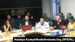 Євген Федченко (другий зліва) та Руслан Дейниченко (ліворуч) під час круглого столу в Римі, 15 січня 2018 року