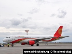 A-320 местной авиакомпании в аэропорту Бишкека.