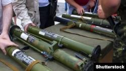 Ілюстративне фото. Виставка озброєння російських гібридних сил, яке було вилучене під час бойових дій на Донбасі