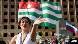 Rezidenți la Suhumi sărbătoresc recunoașterea independenței de către Rusia