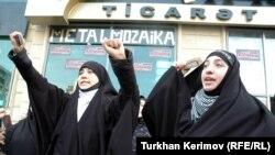 10 Dekabr 2010. Təhsil Nazirliyi qarşısında «Hicaba dəstək» aksiyası
