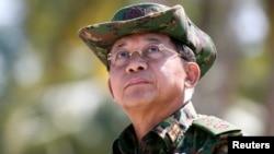 قدرت به فرمانده کل نیروهای مسلح ، ژنرال مین آنگ هلاینگ (تصویر) تحویل داده شده است.