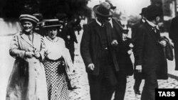 Активистките за женски права Клара Цеткин и Роза Луксемург во Берлин на почетокот на 20 век.