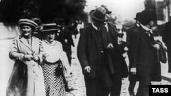 Clara Zetkin (D) i Rosa Luxemburg