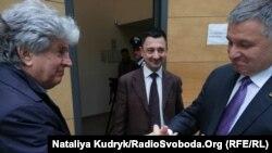 Ліворуч Делла Валле, праворуч міністр внутр спраа Аваков, по центру Руслан Фуфалько. Павія, Італія. 17 травня 2019 року