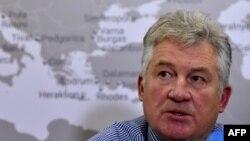 Заместитель директора «Когалымавиа» Александр Смирнов на пресс-конференции в Москве. 2 ноября 2015 года.