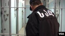 Правозащитники считают подозрительным еще один пункт в заключении МВД: после смерти Микаутадзе его друг Гела Манджавидзе вдруг признался, что торгует марихуаной