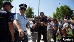 Түркиядагы төңкөрүш аракетинен кийин сегиз офицер Грекияга кире качкан.
