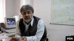 عیسی سحرخیز، روزنامه نگار منتقد حکومت ایران