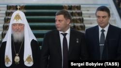 Глава группировки «ЛНР» Пасечник (справа), погибший глава «ДНР» Захарченко и патриарх РПЦ Кирилл на встрече в Москве, 2017 год