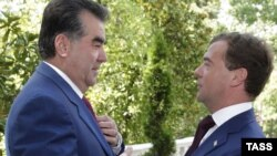 Президент России Дмитрий Медведев и президент Таджикистана Эмомали Рахмон.