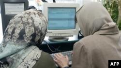 به دنبال تلاش دولت ايران برای کنترل های بيشتر بر اينترنت، رييس سازمان تنظيم مقررات و ارتباطات راديويی در چهارم دی ماه خبر از تصويب «دستورالعمل اجرايی آی اس پی و آی سی پی ها» داد.