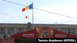 Scena pregătită pentru concert în centrul Chișinăului