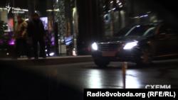 Кортеж підприємця Віталія Кропачова біля ресторану, де святкував день народження міністр енергетики