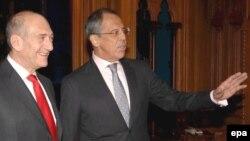 اهود اولمرت (نخست وزیر اسرائیل) همراه با سرگئی لاورف (وزیر امور خارجه روسیه). (عکس: EPA)