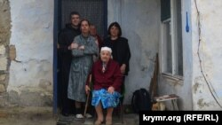 Жителі будинку, який збираються знести через будівництво Керченського мосту