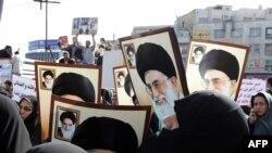 Pristalice režima sa posterima ajatolaha Ali Hamneija, Teheran, 18. februar 2011.