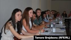 Membri Consilului Național al Elevilor la întîlnirea cu ministrul Maia Sandu