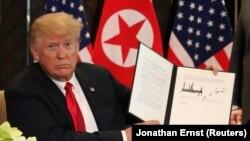 «Мир увидит большие перемены»: Трамп и Ким Чен Ын подписали совместный документ (фотогалерея)