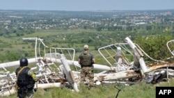 Украинские военные во взятом под контроль Славянске.